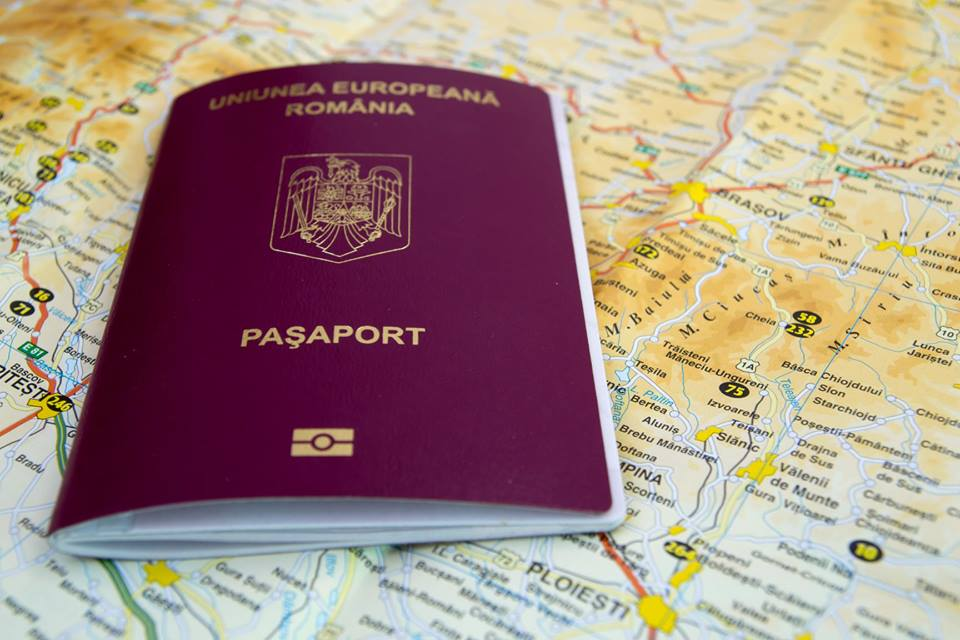 What are the eligible persons for gaining a Romanian EU Passport by descent?